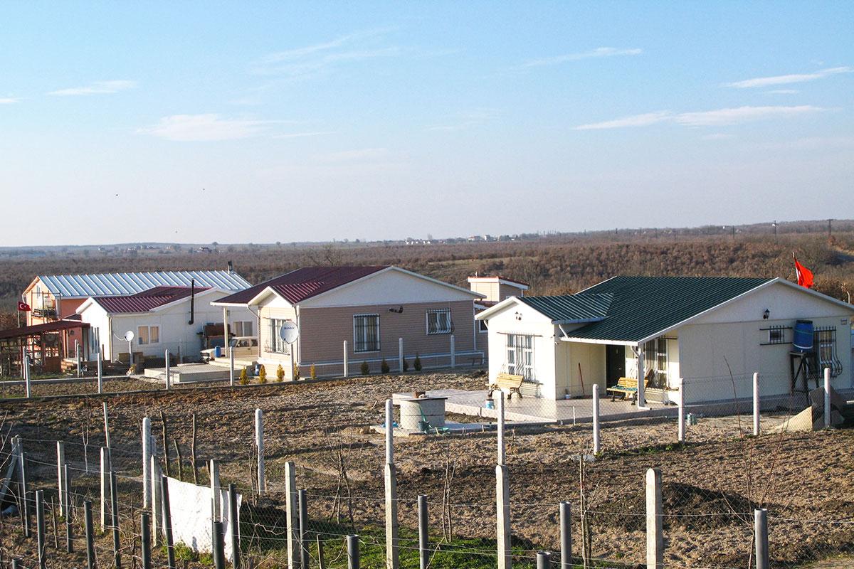 البيوت والمباني الجاهزة